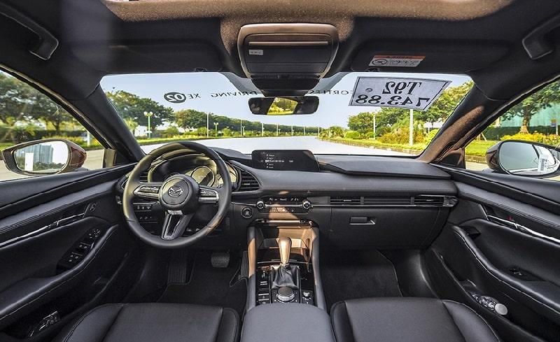 Khoang lái xe Mazda 3 thiết kế rộng rãi, thông thoáng
