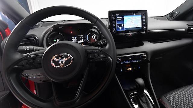 Khu vực khoang lái của xe Toyota Raize
