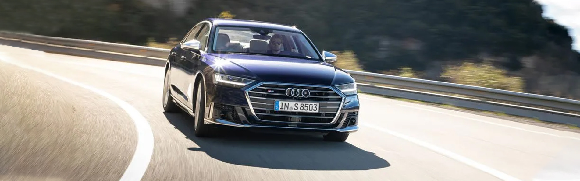 Ảnh ngoại thất Audi S8-1