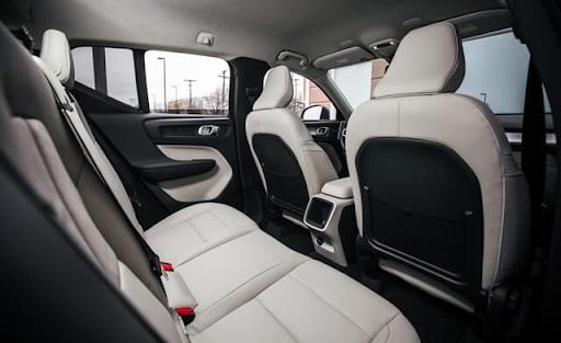 Độ ngả ghế ở khoang hành khách thấp có thể gây khó chịu khi di chuyển đường dài